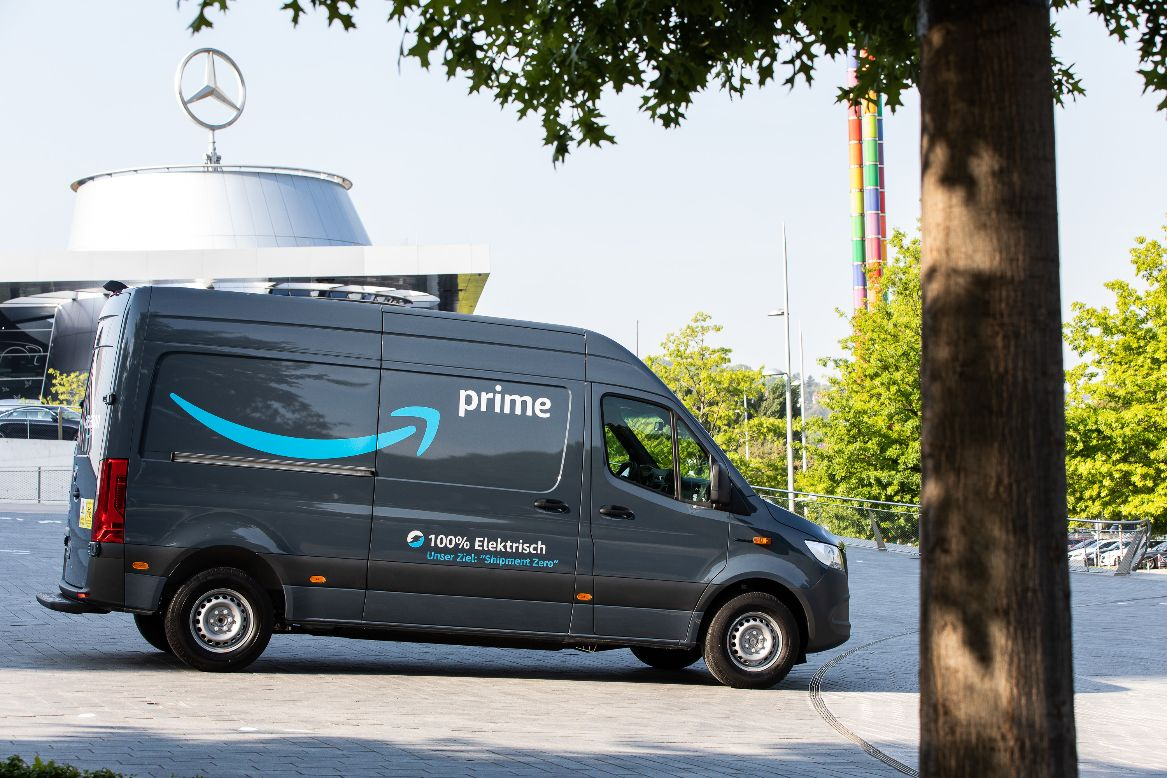 Amazon_Mercedes-benz-E-Van-1