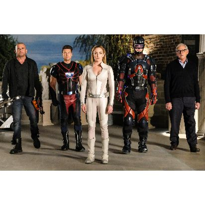 PV_DCs Legends of Tomorrow_5_LEGENDS OF TOMORROW and all related characters and elements are trademarks of and © DC Comics. © 2016 Warner Bros. Entertainment Inc. All rights reserved.jpg