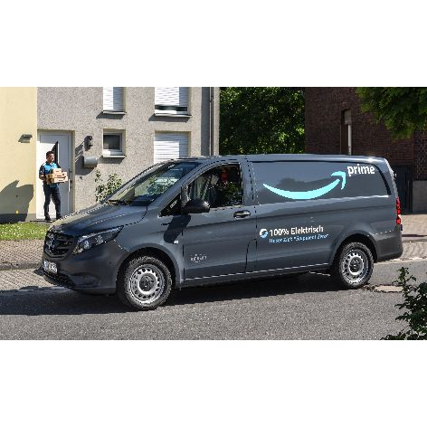 Amazon_Mercedes-benz-E-Van-3