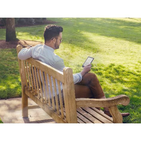 Kindle 2019_built_for_reading-no_glare-lifestyle.jpg